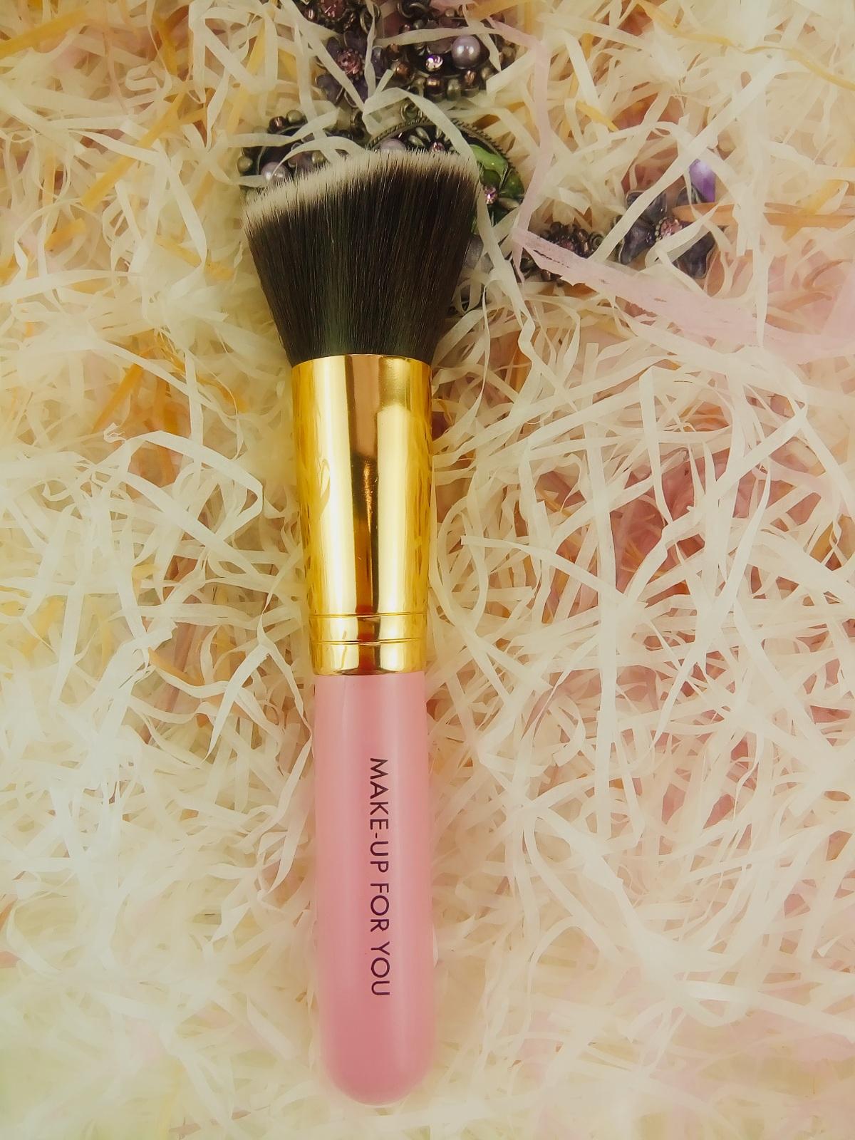 Скошенная Kabuki для румян (розовая)