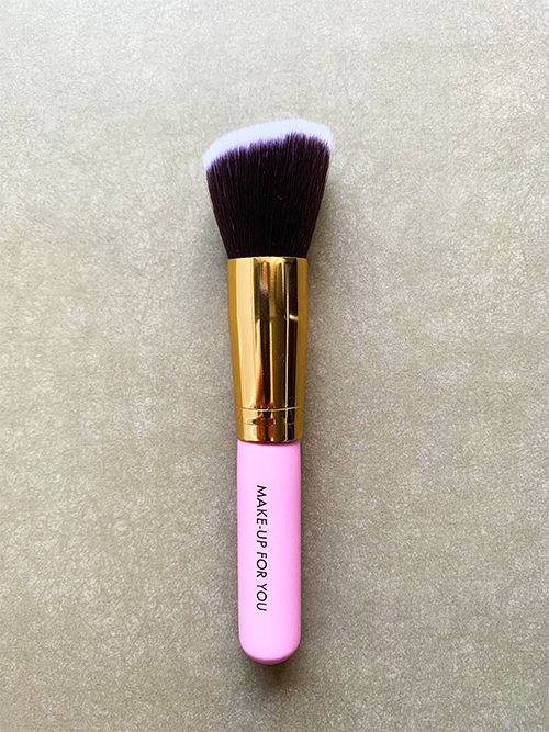 Скошенная кисть Kabuki для румян Delicate Pink Brush