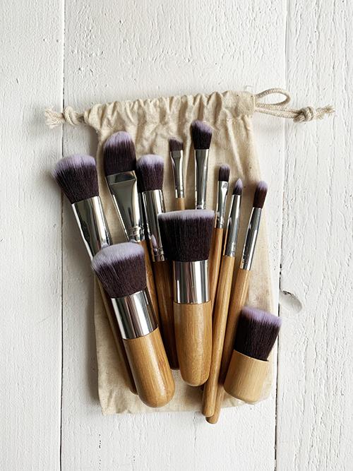 Набор из 11 кистей для макияжа в мешочке